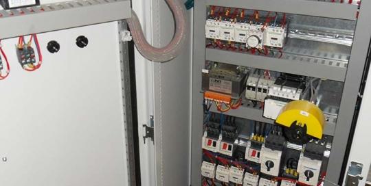 NOS COMPETENCES-RUBRIQUE CABLAGE-Cablage-d armoire-sur-site-de-production